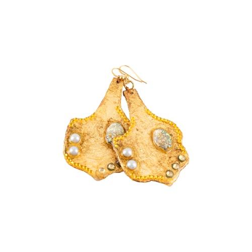 עגילים בצבע זהב עם אבן
