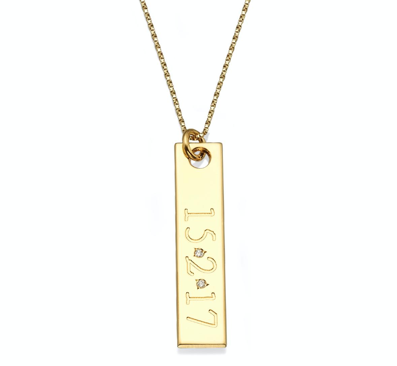 שרשרת זהב 14K בר עם כיתוב של תאריך בתוספת יהלומים
