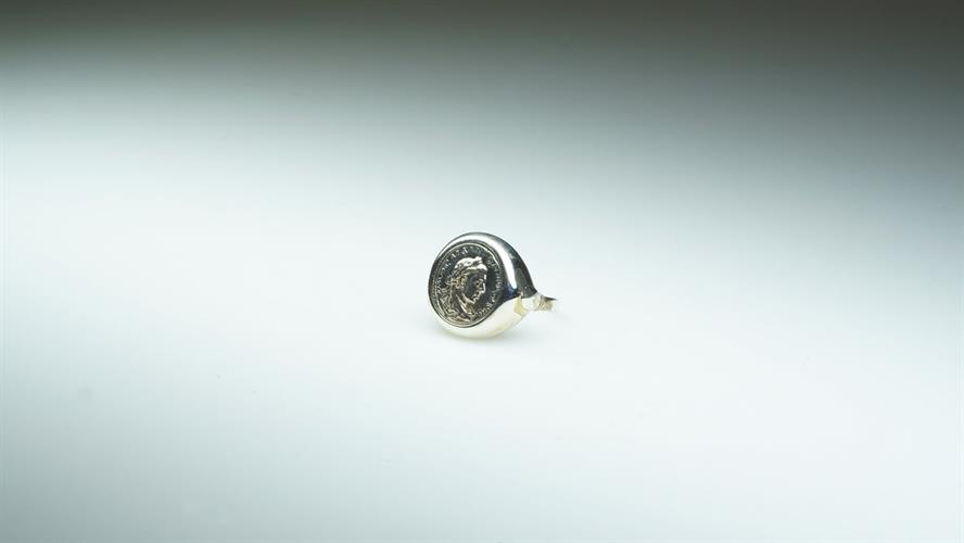 טבעת עם רפליקה של מטבע מלקרת עשוי כסף מושחר