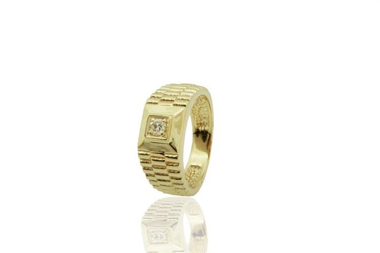 טבעת לגבר משובצת יהלום עשויה בזהב