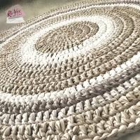 שטיחים לחדרי ילדים ותינוקות, שטיחים סרוגים לחדרי ילדים ועיצוב הבית, שטיח עגול סרוג בחוטי טריקו גוונים בהירים נורדיים, שטיח סרוג בגוונים של פשתן ואופוויט, שטיח מחוטי טריקו,