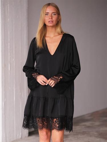 שמלת ג'ני שחור