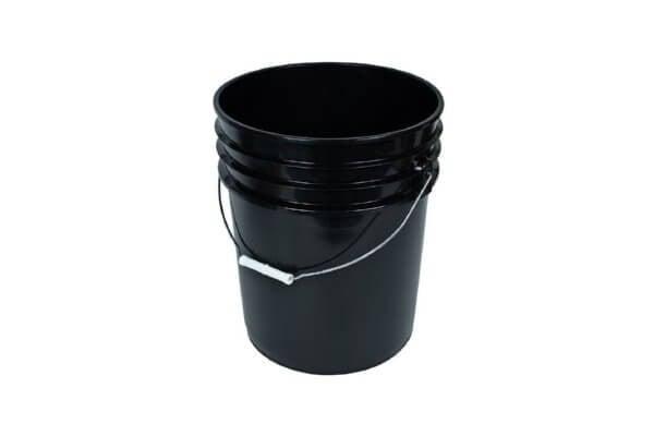 דלי שחור עם מכסה 18 ליטר