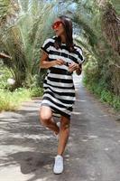 שמלת שיקגו פסים עבים קפוצ'ון