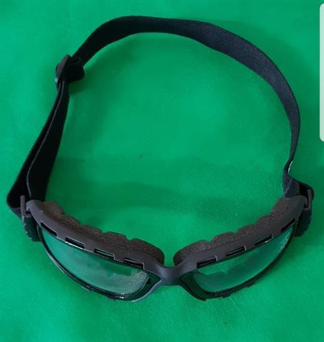 משקפי אבק עם רצועת גומי
