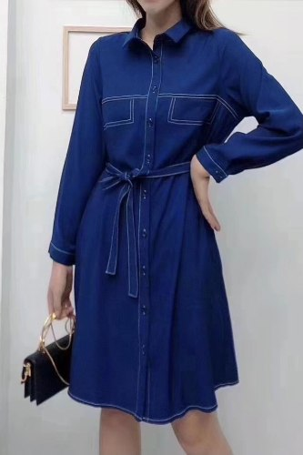 שמלת מכופתרת תיפורים כחולה