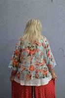 חולצה מכופתרת מדגם אדי מבד דקיק עם פרחים גדולים על רקע תכלת