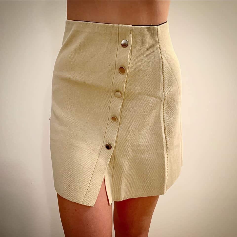 חצאית סריג כפתורים - שמנת