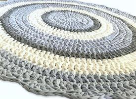 שטיח סרוג, שטיחים סרוגים, שטיח עגול, שטיחים, שטיח לחדר ילדים, שטיח לחדר של תינוק, מתנה לברית, שטיח תכלת ולבן