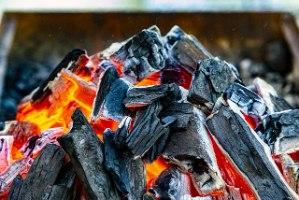 """פחם למנגל / גריל קברצ'ו בלנקו פחמים GRILL - שק של 10 ק""""ג"""