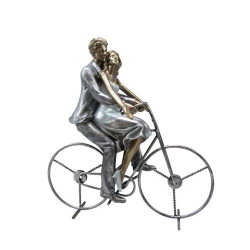 """פסל """"זוג על אופניים"""""""