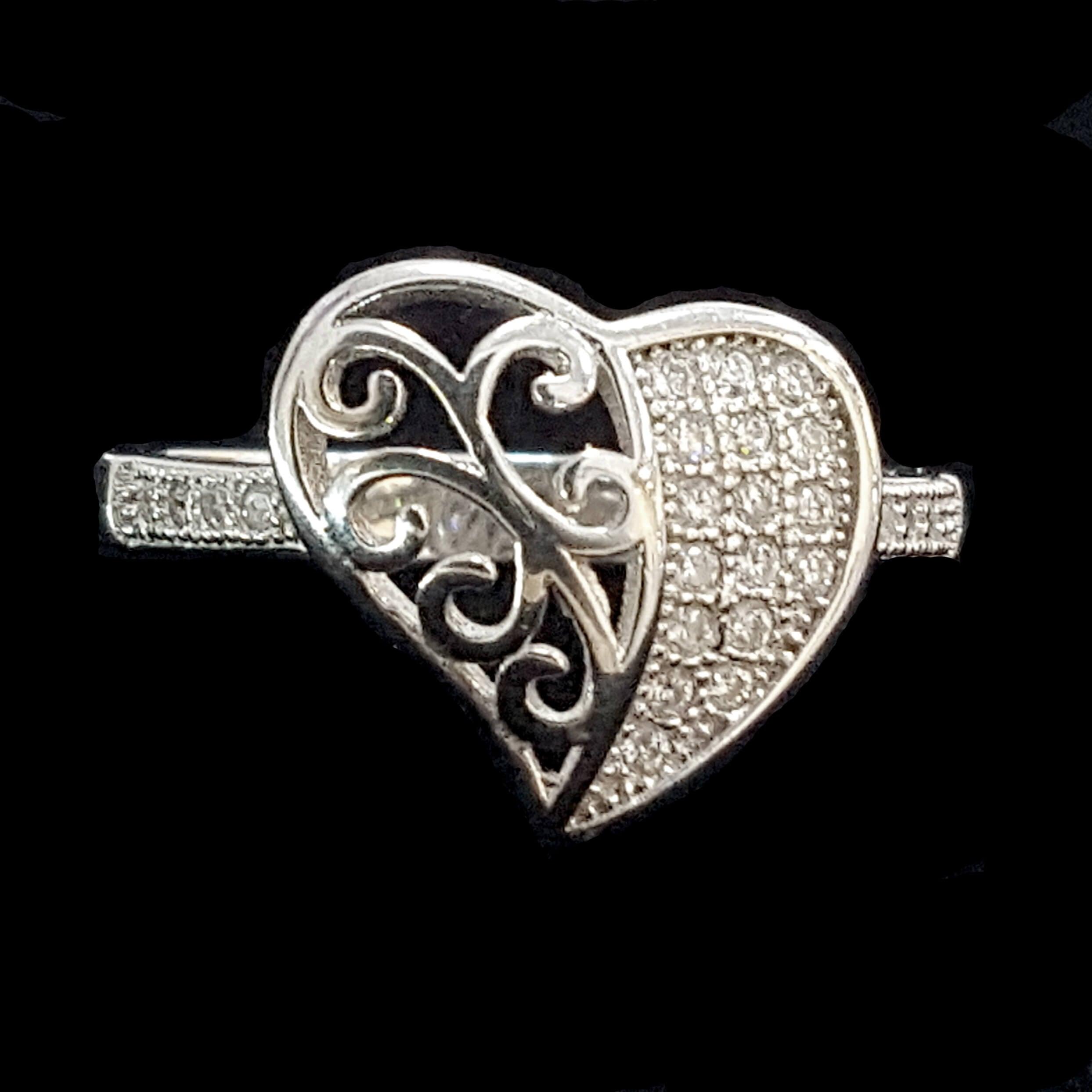 טבעת כסף לב משובצת זרקונים RG3344