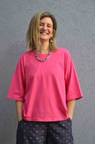 חולצה עם שרוול קצר מדגם איה בצבע פוקסיה