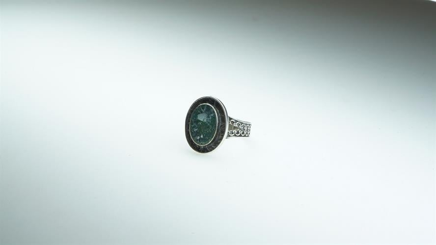 """טבעת כסף """"blue haze"""" מושחר וזכוכית רומית"""