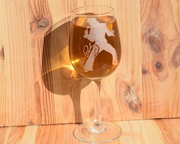 אלויס פרסלי | כוס יין