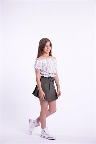 חצאית קפלים קצרה