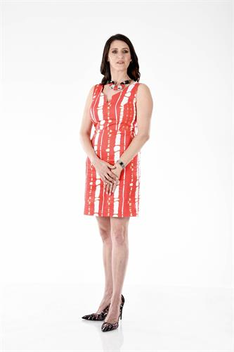 שמלה קטנה אדומה