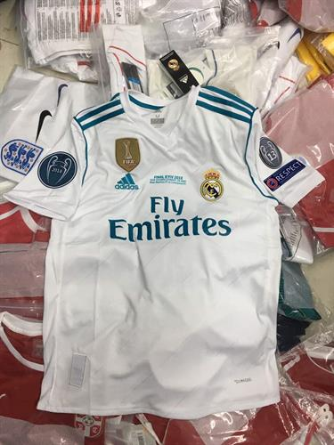 מכנס וחולצה של אלופת אירופה ריאל מדריד