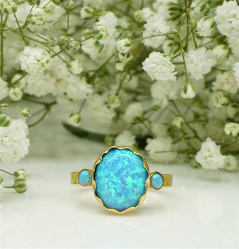 טבעת אופל כחול בחיתוך אליפסה בזהב 14 קאראט