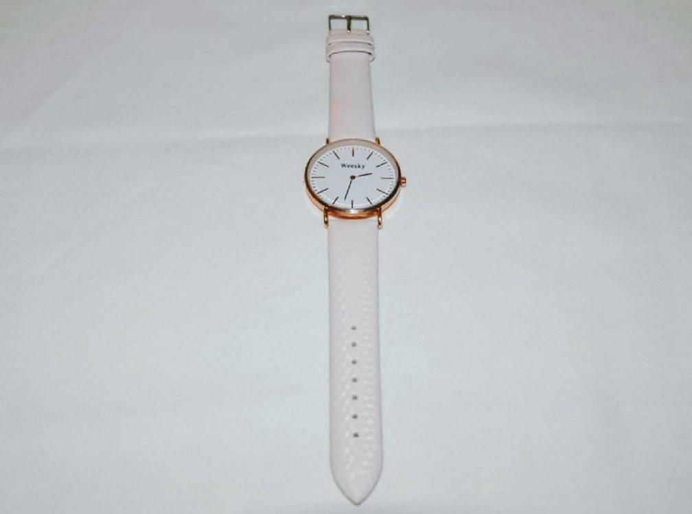 שעון לאישה רצועת עור בצבע לבן
