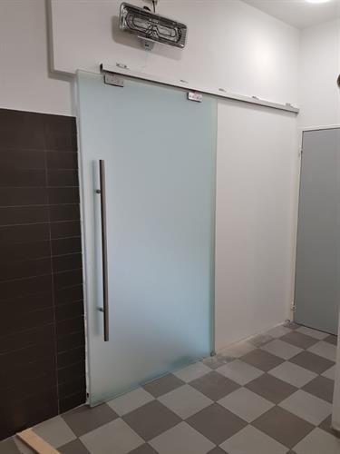 דלת הזזה לחדר מקלחת 3