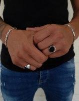 טבעת כסף לגבר מעוטר כתר בצדדים