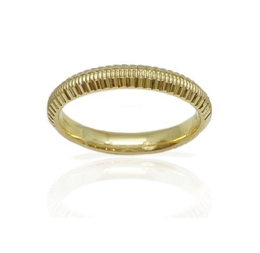 טבעת נישואין עדינה עם חריטות בזהב 14 קרט- דגם M194