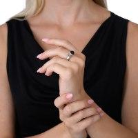 טבעת כסף משובצת גרנט בחיתוך טריליון נועה טריפ noa tripp