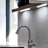 מנורת לד עוצמתית עם חיישן תנועה להדלקה אוטומטית