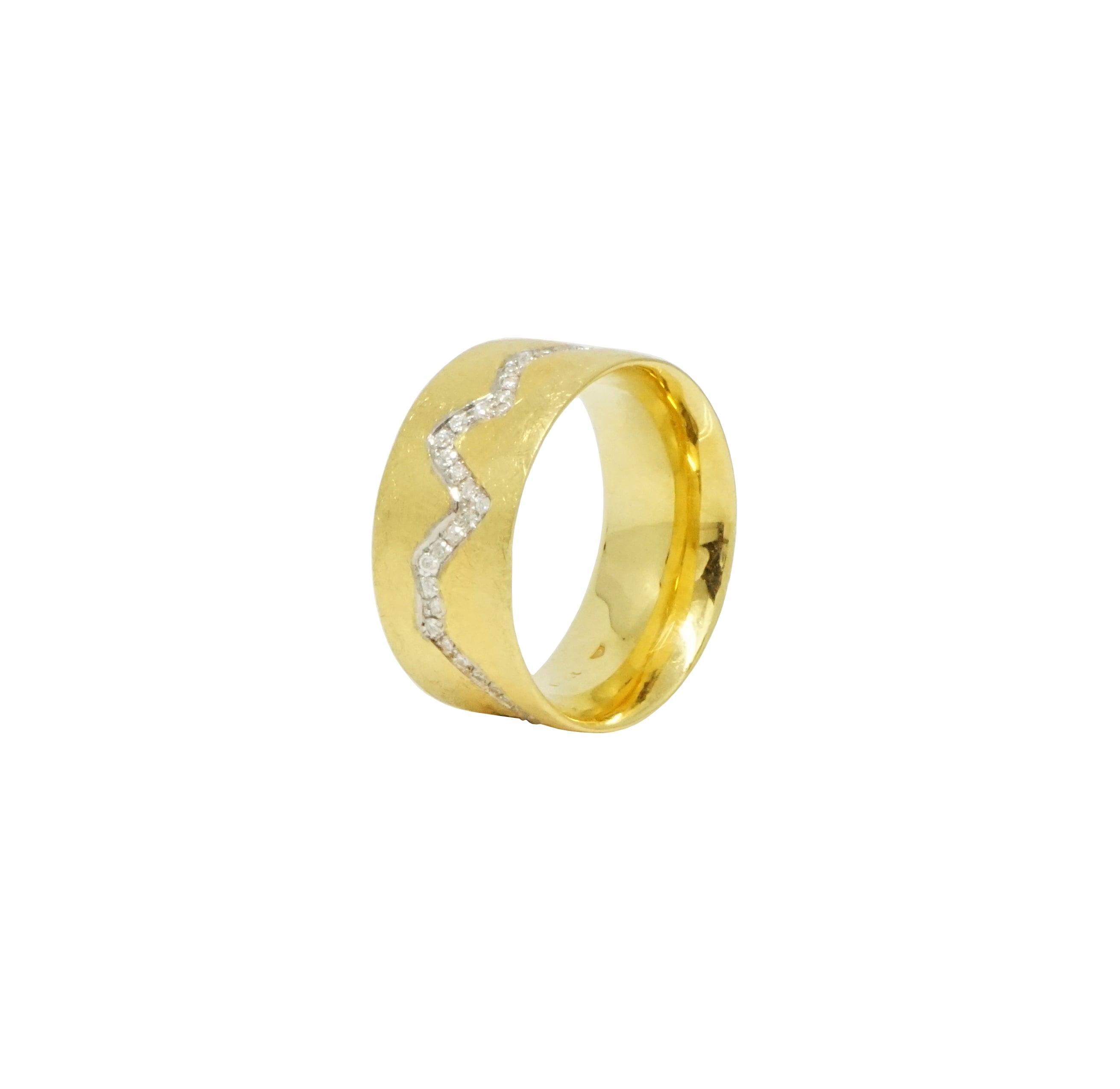 טבעת איטרניטי מעוצבת משובצת יהלומים זהב 18 קאראט