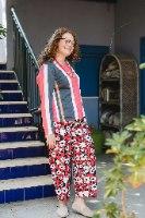מכנסיים מדגם מיכאלה - כלניות על רקע אדום