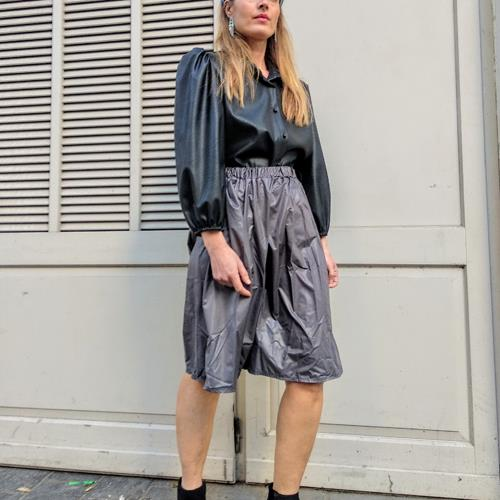 חצאית ניילון אפורה