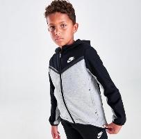 Nike חליפה שחורה עם אפור tech fleece מידות 4-7 שנים