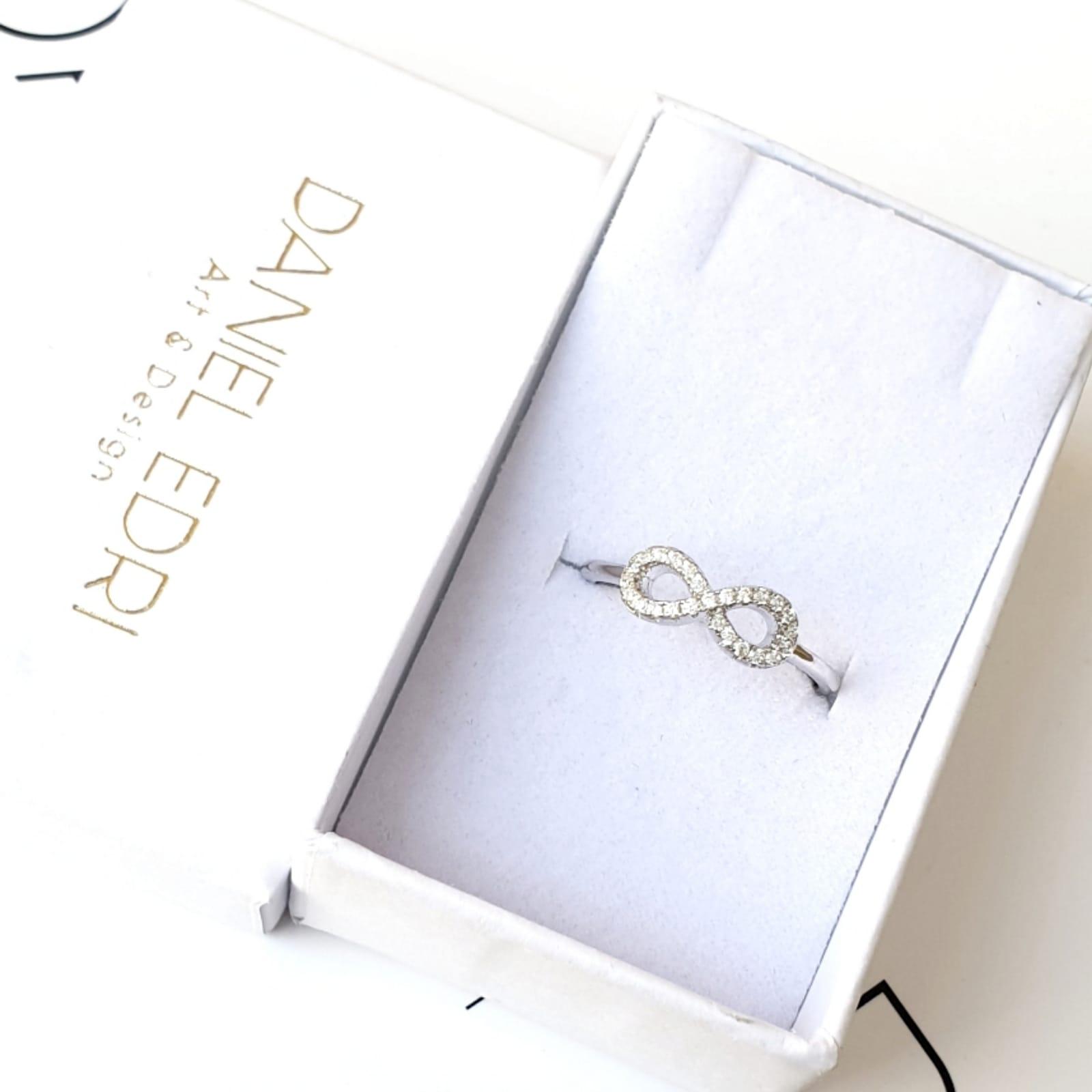 טבעת משובצת- אינפיניטי