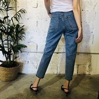 ג'ינס MOM
