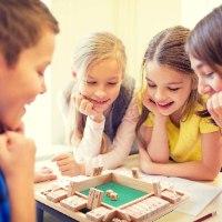 משחק דומינו-קוביות ומספרים