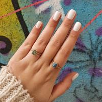 טבעת בסגנון טיפה משובצת ברקת ( אמרלד ) ויהלומים בזהב 14 קאראט