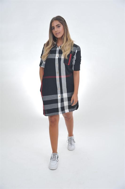 שמלת משבצות וכפתורים