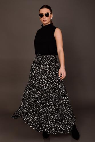 חצאית וולן ללי שחור פרחוני
