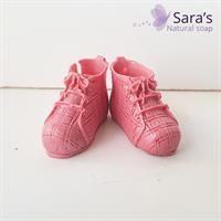 זוג נעלי תינוק קטנות