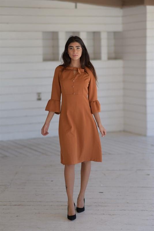 שמלת פפיון וכפתורים