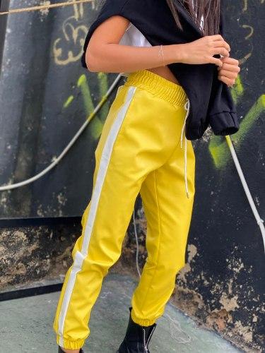מכנס דמוי עור פס צהוב