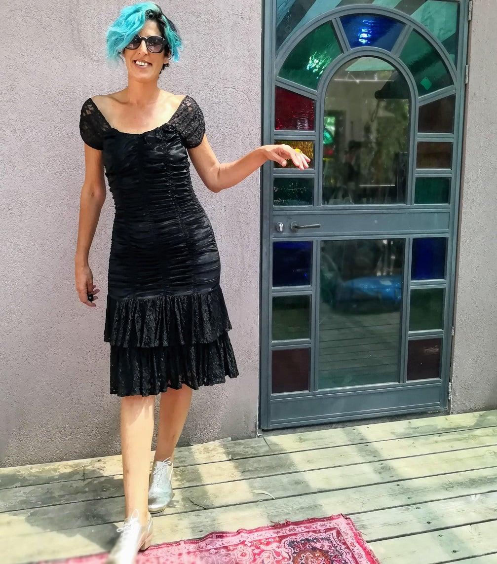 שמלת קטיפה שחורה דרמטית שנות ה-80 מידה S/M