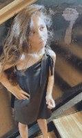 שמלת סאטן כתף קשירה שחורה