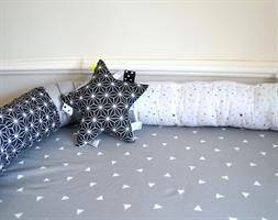 משטח החתלה לשידה+נחשוש שחור-לבן
