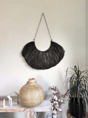 קישוט קיר עשב שחור עם חוט
