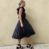חצאית פליסה מידי שחורה