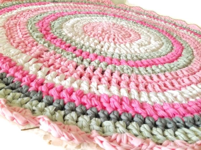 שטיח סרוג,שטיחים סרוגים, שטיחיםבעבודת יד, שטיח ורוד,שטיח סרוג בגוונים ורודים, שטיח בגוונים ורודים, שטיח לעיצוב חדר לילדה, שטיח סרוג לחדר של תינוקת,