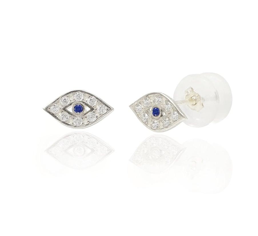 עגילי זהב לבן צמודים לאוזן עין עם זרקונים כחול 14 קרט