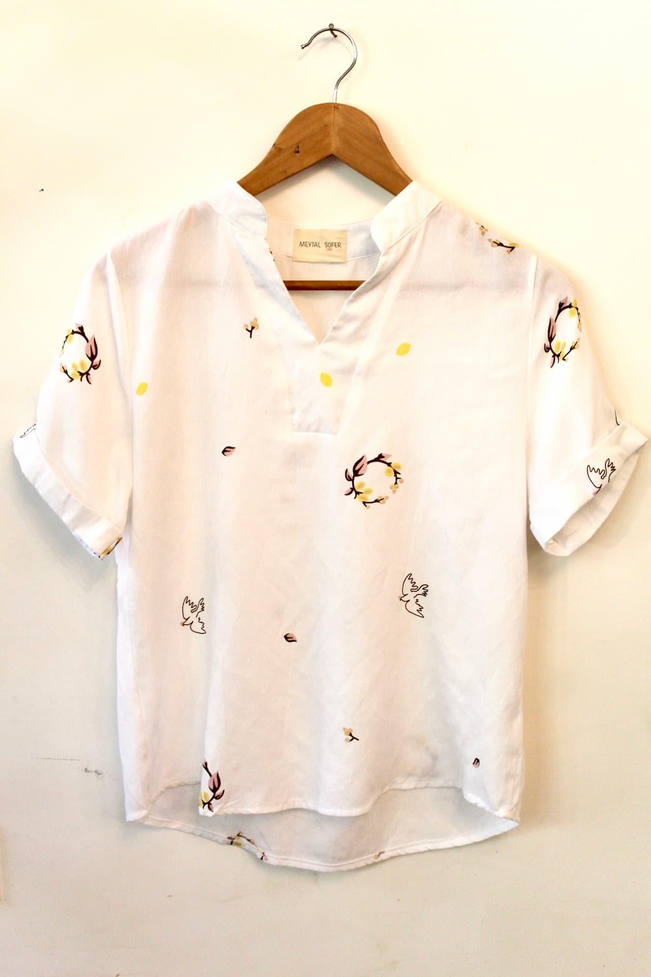 חולצת קארן פרחים וציפורים